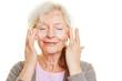 canvas print picture - Seniorin cremt ihre Haut ein