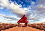 Koncepcja muzyki. Sceneria i fortepian na drodze - 63593713