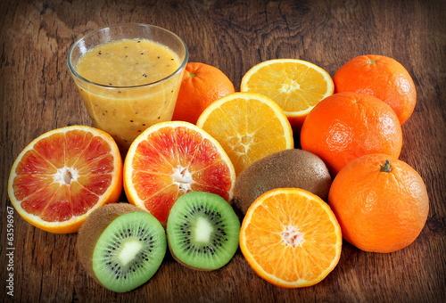 Fotografie, Obraz  frullato di arance e kiwi