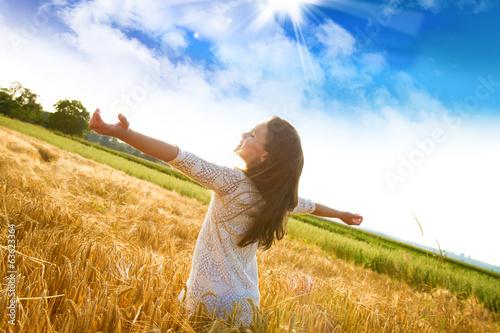Fotografie, Obraz  Bambina felice nel campo