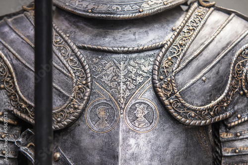 Photo Detail of a medieval knight armor with sword
