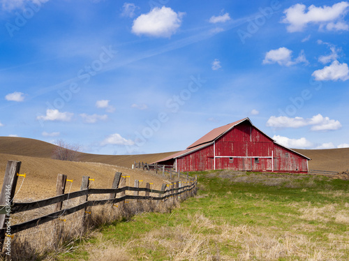 Fotografie, Obraz  Red barn and blue sky.