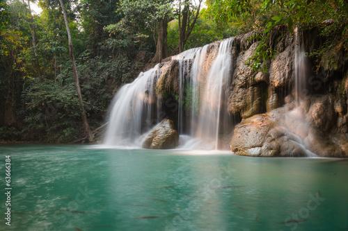 Spoed Fotobehang Watervallen erawan waterfall