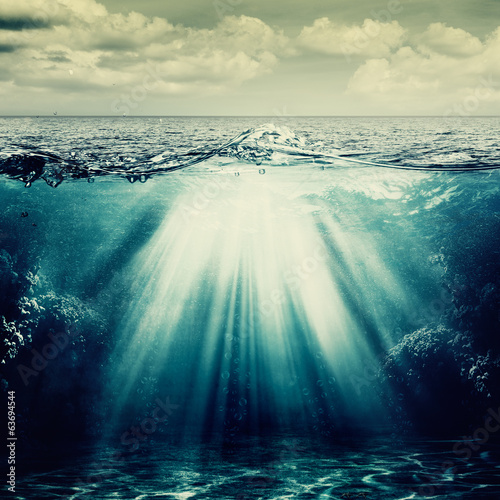 Poster Mer / Ocean Under the ocean surface, abstract natural backgrounds