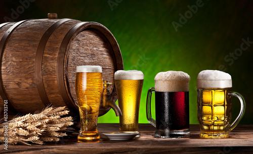 szklanki-do-piwa-stara-beczka-debowa-i-pszenica