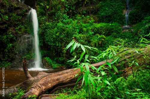 doi-suphet-park-narodowy-siklawa-chang-mai-tajlandia
