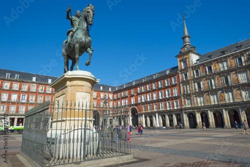 In de dag Madrid Equestrian statue on the Plaza Mayor in Madrid