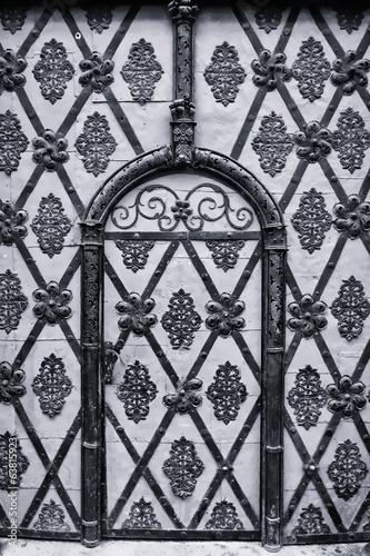 Fototapeta drzwi   praga-starozytna-brama-czarny-i-bialy