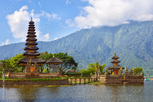 Foto op Canvas Indonesië Pura Ulun Danu on lake Beratan, Bali, Indonesia