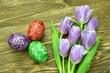 piękne pisanki wielkanocna i tulipany