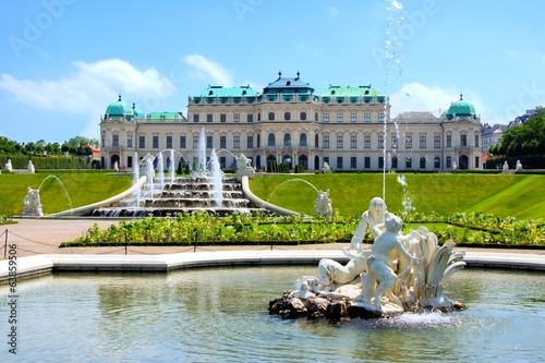 In de dag Wenen Belvedere Palace, garden and fountains, Vienna, Austria