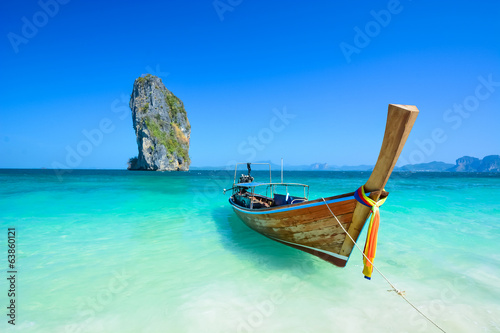 Canvas Print Cliff and boat in the amazing beach in tropical island in Krabi, Phuket, Thailan