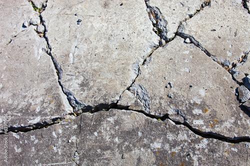In de dag Stenen Cracked concrete surface