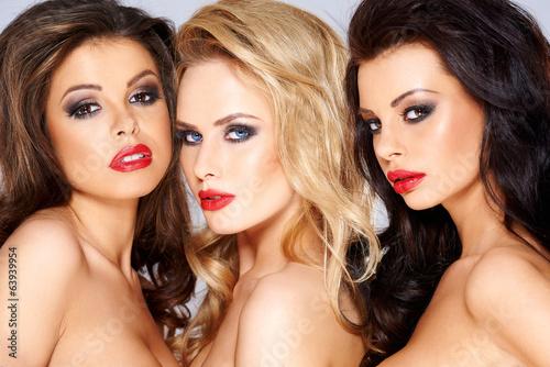 Oszałamiające trio pięknych kobiet