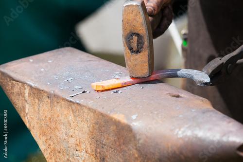 forger un fer à cheval Canvas-taulu