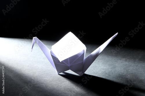 Poster Geometrische dieren Origami crane on dark background with light