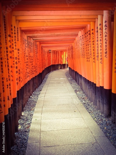 Poster Tokyo Tunnel of red gate in Japanese shrine in Kyoto