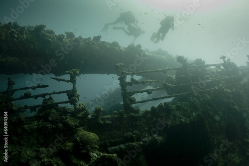 Poster Naufrage Scuba divers exploring a ship wreck in red sea