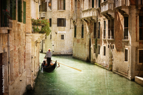 Montage in der Fensternische Gondeln Gondola on canal in Venice