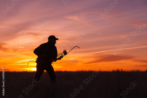 Poster Chasse Ready Bowhunter in Sunset