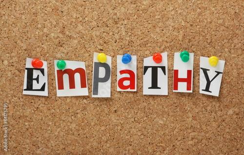 Fotografia  The word Empathy on a cork notice board
