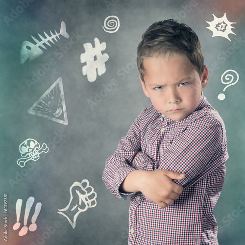 Fotografia, Obraz  Verärgerter Junge mit Ärgersymbolen