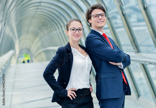 Fotografía  expressive portrait Junior executives of company crossed arms