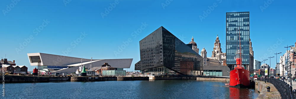 Fototapety, obrazy: Panoramic View of Liverpool's historic waterfront
