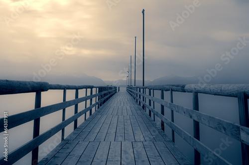 Piękne obrazy jetty-na-chiemsee-z-chmurami