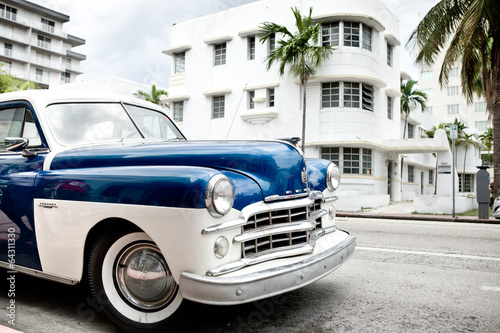 Aluminium Prints Old cars Vintage American car in Miami Beach