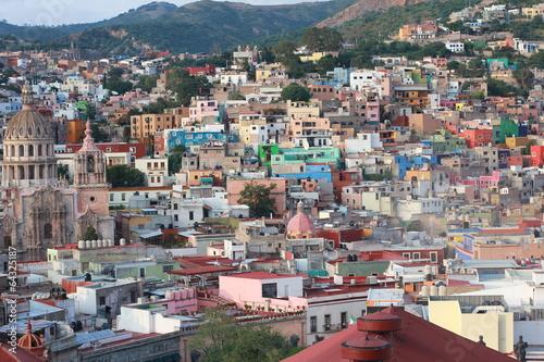 kolorowy-widok-na-miasto-guanajuato-meksyk