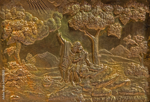 Foto  Roznava  - Metal relief of Abraham and Isaac in the cathedral