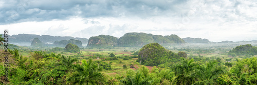 Photo  Panoramic view of the Vinales Valley in Cuba