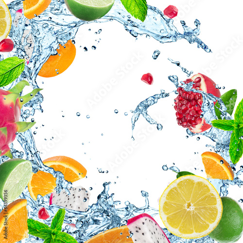 Poster Opspattend water Fruit with water splash