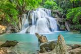 Wodospad w głębokim lesie Tajlandii - 64451793