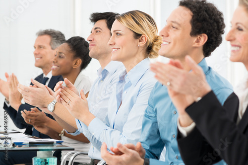 Fotografía  Businesspeople Clapping In Office