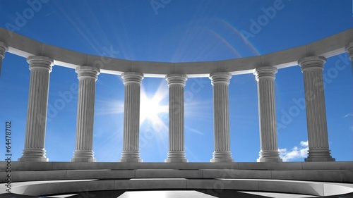 In de dag Bedehuis Ancient marble pillars in elliptical arrangement with blue sky