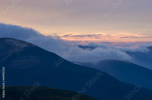 Colline Autumn evening mountain plateau landscape (Carpathian, Ukraine)