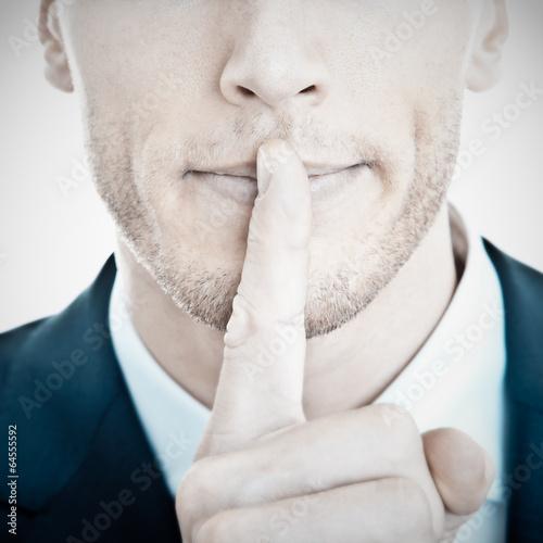 Fotografie, Obraz  Přísně tajné - Geschäftsmann mit Finger vor Mund