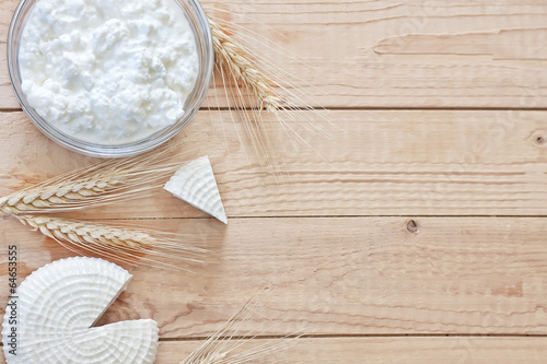 Papiers peints Produit laitier Dairy products and grains background