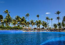 Large Beautiful Pool Near A Sa...