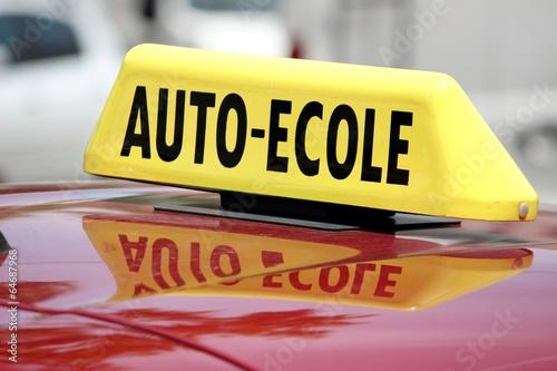 Foto  Enseigne d'un véhicule école de conduite