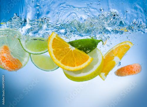Fototapety, obrazy: Fresh fruit slices under water