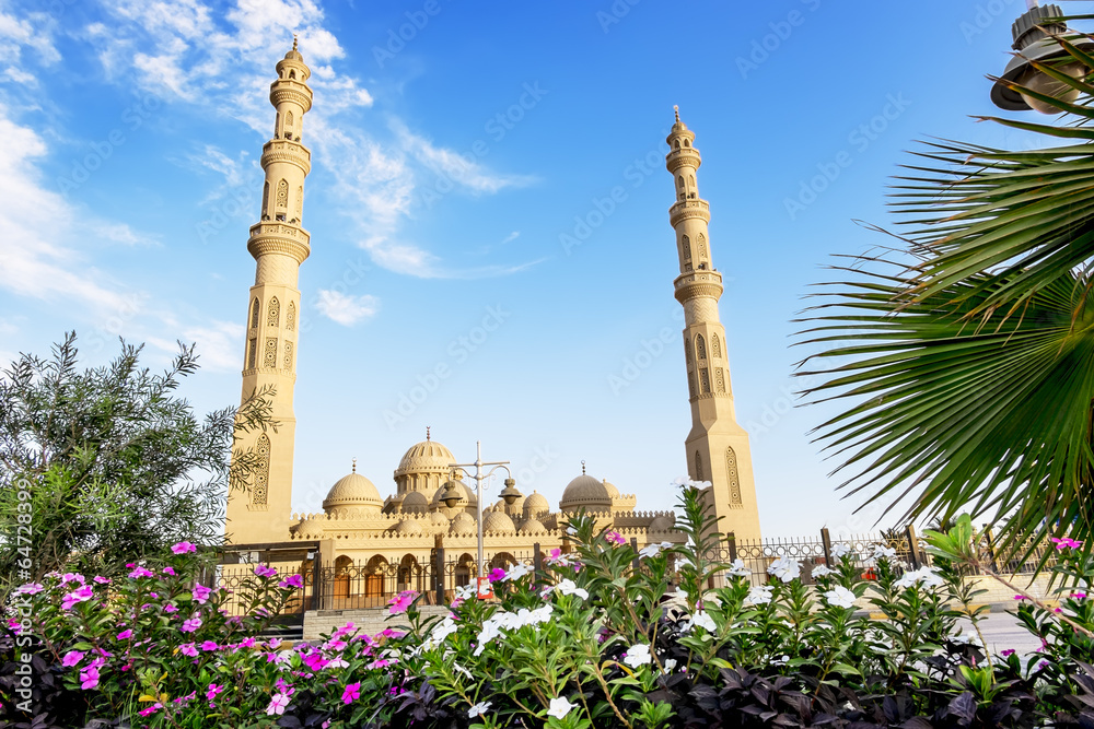 Fototapeta The mosque in the town of Hurghada in Egypt