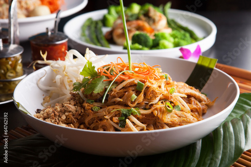 Leinwand Poster Chicken Pad Thai Closeup