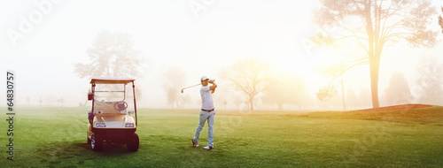 Photo sur Toile Golf golf course man