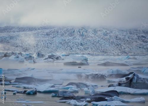 Poster Glaciers Beatiful vibrant picture of icelandic glacier and glacier lagoon