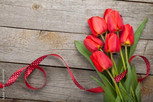 Keuken foto achterwand Roses Fresh red tulips with ribbon