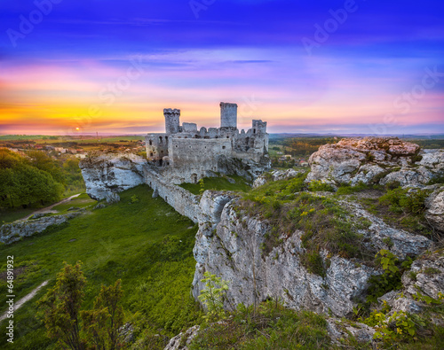 Beautiful sunset over Ogrodzieniec castle, Poland.