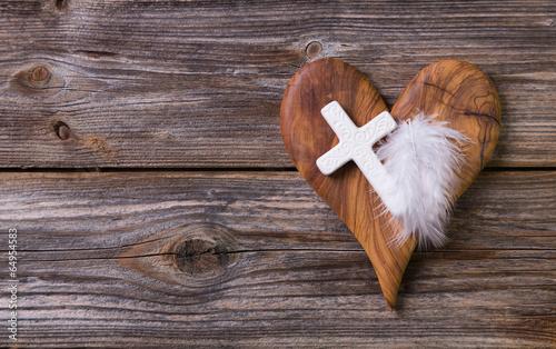 Leinwand Poster Trauer: Karte mit Holz Herz und Kreuz zur Beerdigung